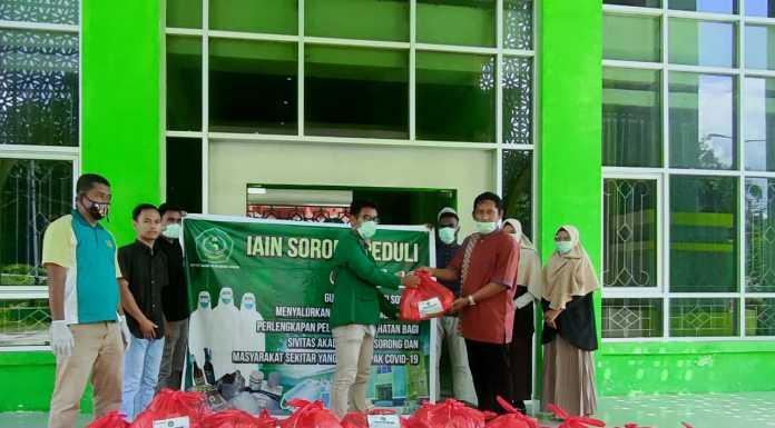 Satgas Covid-19 IAIN Sorong Berbagi Sembako