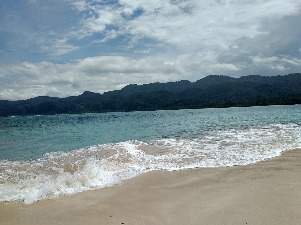 Keelokkan Sisi Pantai Malaumkarta Makbon Sorong Sorong Terkini
