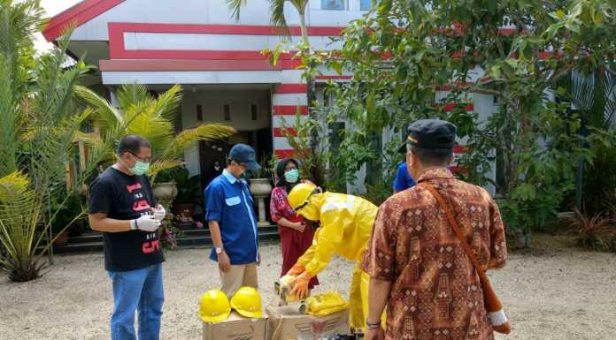 Universitas Muhammadiyah Sorong Serahkan Bantuan APD