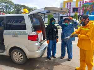 MDMC Kota Sorong dan Universitas Muhammadiyah Sorong Melakukan Penyemprotan di Zona Merah