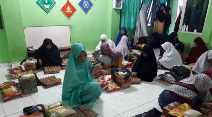 Melatih Kepedulian dan Kebersamaan di Tengah Wabah, Panti Asuhan Putri Al-Amin berbagi