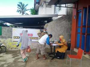 DPD PKS Kota Sorong Bagikan Paket Bantuan Pangan