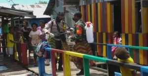Sosialisasi Pencegahan Covid-19, Polisi dan TNI di Sorong Lakukan Hal Unik