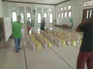 Masjid Al Mabrur Sorong Distribusikan Paket Sembako ke Warga