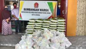 Kerukunan Keluarga Masyarakat Bone Kota Sorong Berbagi Berkah Ramadhan di Tengah Covid-19