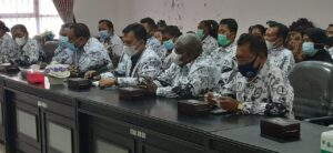 Ketua PGRI beserta para pengurus sedang melakukan audiensi dengan Komisi A DPRD Kabupaten Manokwari