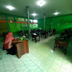Siswa SMP Yapis Manokwari Mengikuti Simulasi Ujian Sekolah Berbasis Android